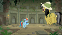 Rainbow and Daring Do inside the temple S9E21