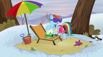 Rainbow spreading sunscreen on Tank's shell S5E5