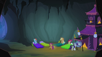 Scootaloo talking to the other ponies S3E06