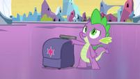 Spike com a mochila de Twilight EG