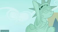 Statue of Pony Liberty S4E8
