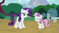 Sweetie Belle happily nodding to Rarity S7E6