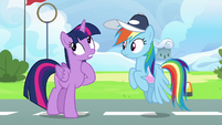 Twilight Sparkle --making her friend look good-- S6E24