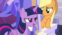 Twilight passes behind Applejack's throne S5E22