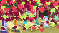 Apples rain on Applejack's class S8 opening