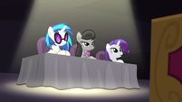 DJ Pon-3, Octavia, and Rarity at judges' table S5E4