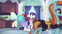 Sassy crosses in front of Rarity S5E14