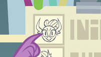 Spike pointing to picture of Smolder S8E2
