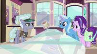 Trixie offers cinnamon nuts to Jeweler Pony S7E2