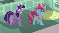 Twilight and Mrs. Cake frightened by Rutherford S5E11