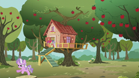 Diamond runs away from the clubhouse S5E18