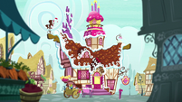 Exterior shot of Sugarcube Corner S7E3