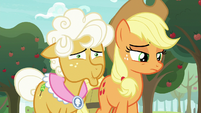 Goldie Delicious about to crack up S9E10
