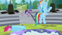 Rainbow sees Twilight and Spike return S8E7