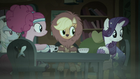 Rarity looking at her costume S5E21