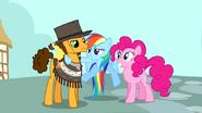 S04E12 Rainbow Dash rozmawia z Pinkie i Cheese'em