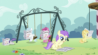 Foals reading newspaper S2E23