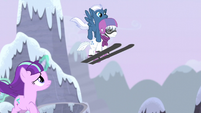 Night Glider and Double Diamond swoop over Starlight S5E2