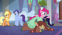 Pinkie catches everything Yona knocked out S8E1