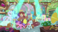 Students dancing in Fluttershy's class MLPS3