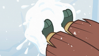 Yona building a snow fort S8E16