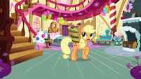Applejack looking for Pinkie Pie S7E23