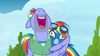 Bow Hothoof hugging Rainbow Dash S7E7