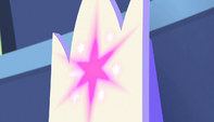 Cutie mark on Twilight's throne shines S5E1