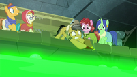 Daring Do catches the bellows S7E25
