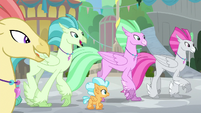 Hippogriffs excited to meet Princess Twilight S8E6