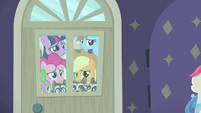 Main four and Spike outside the boutique window S8E4