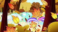 More ponies in the Running of the Leaves S05E05