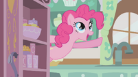 Pinkie Pie singing her -Cupcakes- song S1E12