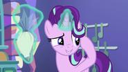 S07E02 Starlight tłumaczy Trixie, że musi sobie wyobrazić przedmiot