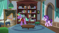 Starlight Glimmer approaching her father S8E8