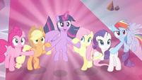 Twilight declares again -for Equestria!- S9E2