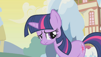 Twilight wants to help somehow S1E11