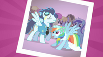 830px-Soarin' and Rainbow Dash S02E26
