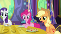 """Applejack """"is there somethin' you wanna tell us?"""" S5E3.png"""