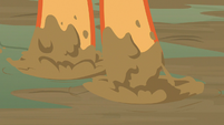 Applejack steps through the mud again S8E23