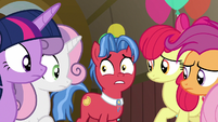 Biscuit nervous behind Twilight and CMC S9E22