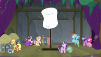 Giant marshmallow pops out of the stage S8E7