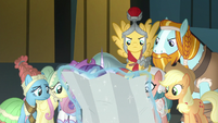 Main ponies and Pillars look at the map again S7E26