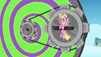 Pink Pegasus inserts herself to the Dizzitron S3E07