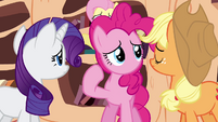Pinkie Pie points at her mouthless face S3E05