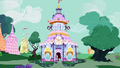 Rainbow and Rarity enter Carousel Boutique S4E21.png