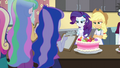 Rarity and Applejack make a gumdrop cake EG3.png