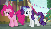 Rarity asks Pinkie where her cannon is S6E3
