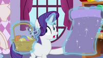 Rarity sees what the yaks are doing S5E11