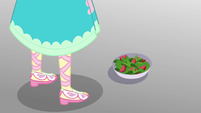 Salad bowl at Fluttershy's feet EGROF